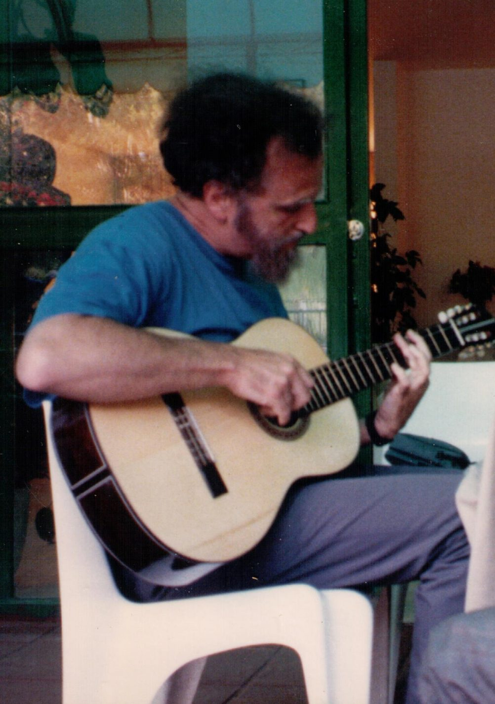 Lionel Chernoff playing the guitar in Brazil.